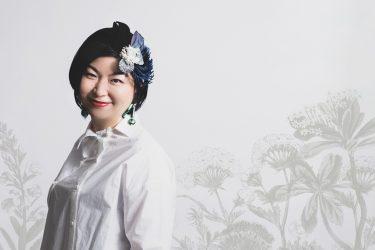 ヘッドドレスとコスチュームジュエリーの世界に生きる。デザイナー・アヤヒララギ。
