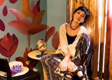 空間に喜びのバイブレーションを生む 画家 及川キーダ